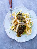 Fischfilet mit Kräuterkruste auf Mafaldine