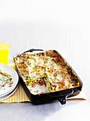 Lasagne mit Ricotta, Schinken und Spinat in der Auflaufform