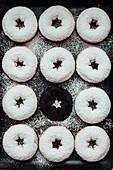 Doughnuts mit Puderzucker