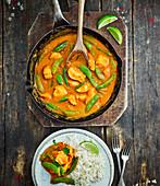Hähnchencurry mit Zuckerschoten und Reis