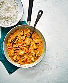 Einfaches Lamm-Bhuna (Lammcurry, Indien) mit Reis