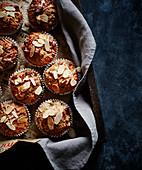 Bananen-Nuss-Muffins mit Mandelblättchen