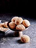 Lebkuchen-Donuts mit Spekulatiuskern