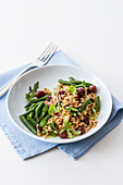 Spelt salad with green beans, arugula and olives
