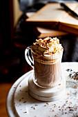 Heiße Schokolade nach spanischer Art mit hausgemachter Sahne