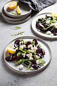 Rote-Bete-Salat mit Ricotta, Rucola und Zitrone