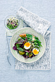 Lettuce with green beans, bean sprouts and sesame seed eggs