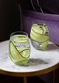 Sodawasser mit Gurke und Limette