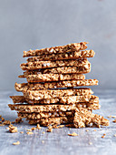 Crunchy cinnamon and oat bars