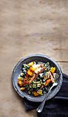 Cäsarsalat mit Thunfisch, Sardellen und Schwarzkohl