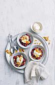 Kirschsuppe mit Mascarponecreme und karamellisierten Mandeln