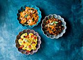 Verschiedene Nudelgerichte (Ravioli, Tortellini und Tagliatelle)