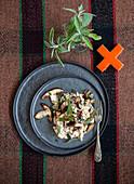 Cavatelli mit Steinpilz-Ricotta-Sauce und frittiertem Salbei