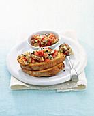 Bruschette con le vongole (Röstbrot mit Tomate und Muscheln, Italien)