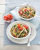 Rot-weisser Reissalat mit Gemüse
