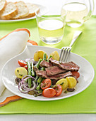 Salade niçoise with fillet steak