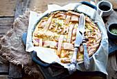 Fisch-Pie mit dekorativem Teigdeckel