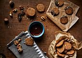 Walnussplätzchen mit Schokoladenglasur