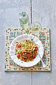Spaghetti mit Sardinen und Tomaten
