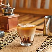 Geeister Milchkaffee mit Kakao