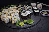 Vegane Gurken-Avocado-Sushi mit Nori und Yuba (Japan)
