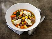 Gemüsesuppe mit Rindfleisch