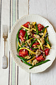 Salad from green and yellow beans, tomatoes and garlic croutons