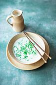 Lod Chong (Dessert mit grünen Tapioka-Nudeln in Reismilch, Asien)