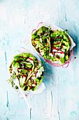 Grünkohl-Wraps mit Avocadosalat
