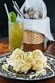 Blumenkohl mit Käsesauce und Limette