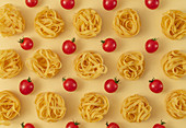 Minimal food pattern of tagliatelle and tomatoes