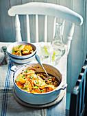 Hotpot mit würzigen Linsen und Pilzen