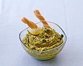 Hummus with peas and lime