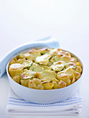 Pasta gratin with potatoes and courgettes