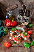 Tomato_mozzarella bruschettas with pesto