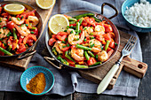 Prawns with green beans, pepper and cherry tomatoes