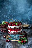 Trifle mit Schokolade, Kirschen und Mascarpone