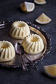 Lemon mini ice cream cakes
