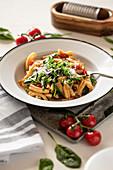 Casarecce mit Spinat, Bärlauch und Kirschtomaten