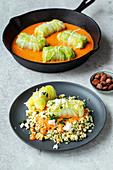 Vegetarische Chinakohl-Rouladen in Paprika-Sahne-Sauce