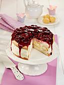 Windbeutel-Torte mit Kirschtopping