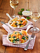 Quick gnocchi with smoked salmon and spinach