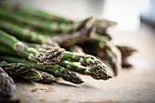 Fresh green asparagus (close-up)