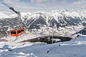 Blick vom Gotschna auf das Dorf Klosters, Skigebiet Davos-Klosters, Graubünden, Schweiz