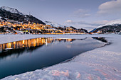 Switzerland, Engadin, St.Moritz: Lake Sankt Moritz and Grandhotel 'Badrutt's Palace Hotel'