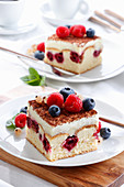 Cream and fruit cake with fruit
