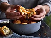 Kartoffelbällchen mit zweierlei Füllung