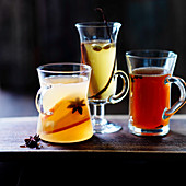 Mulled wines with cinnamon, star anise, vanilla pod, cloves and apple