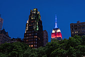 Bryant Park mit Blick auf das Empire State Building, New York City, USA
