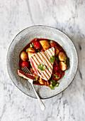 Gegrillter Thunfisch mit Harissa-Kartoffeleintopf